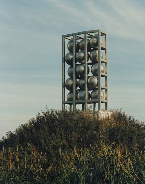 1994, Jan Goossen, Maasbeeld, Heusden -aan de Maas. roestvrij staal, 6 meter hoogte. Photo Peer van der Kruis