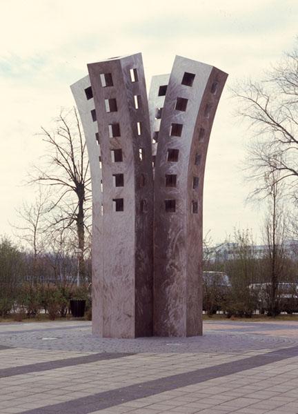 1998, Jan Goossen, Tree of Learing, roestvrij staal, Carolus Borromeus College in Helmond, hoogte 7 meter. ontwerp 1996