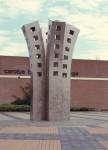 1998, Jan Goossen, Tree of Learning, roestvrij staal, Carolus Borromeus College in Helmond, hoogte 7 meter. ontwerp 1996