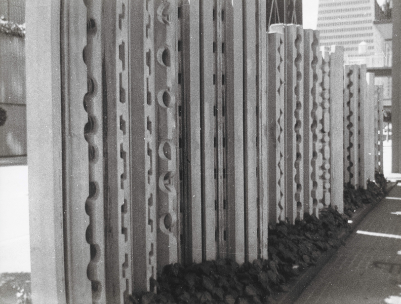 1967, Sculpture Wall, Golden Gate Center, San Francisco, V.S., beton, length 7 m x height 3 m