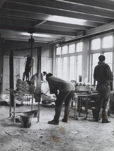 1959, Jan Goossen, bronswerkplaats. Photo Bram Wisman