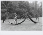 1982, Jan Goossen, plaatsing sculptuur in Beeldenpark Middelheim, Belgie. Photo Martin Stoop.