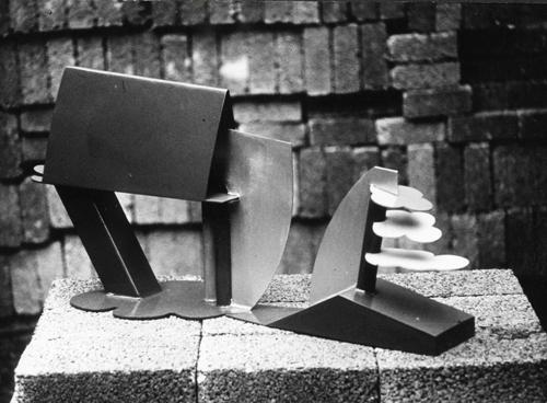 Jan Goossen gepolychromeerd metaal