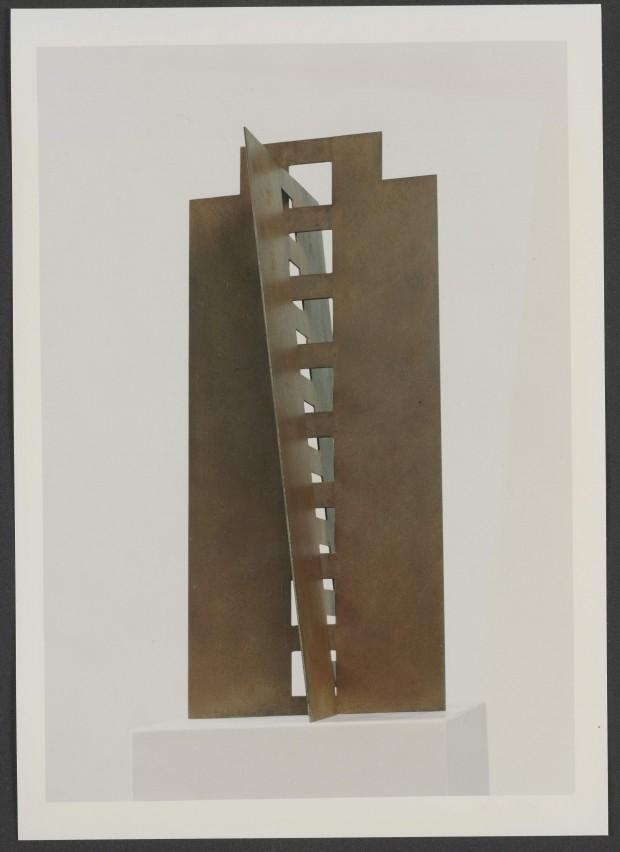 1992, Jan Goossen,Toren II, staal, H 80 x 35 x 35 cm